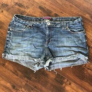 Arizona Blue Jean Shorts!💙